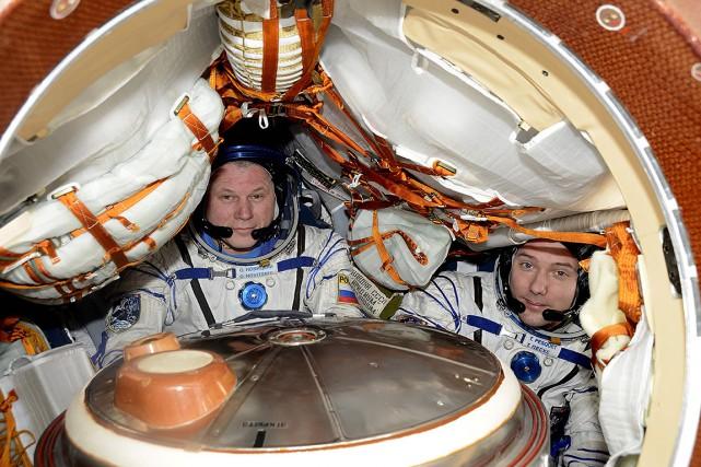 Thomas Pesquet (à droite) et Oleg Novitski alors... (AFP)