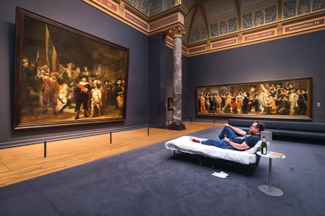 Un Néerlandais a dormi dans la pièce où est exposé le célèbre tableau de... (PHOTO AFP)
