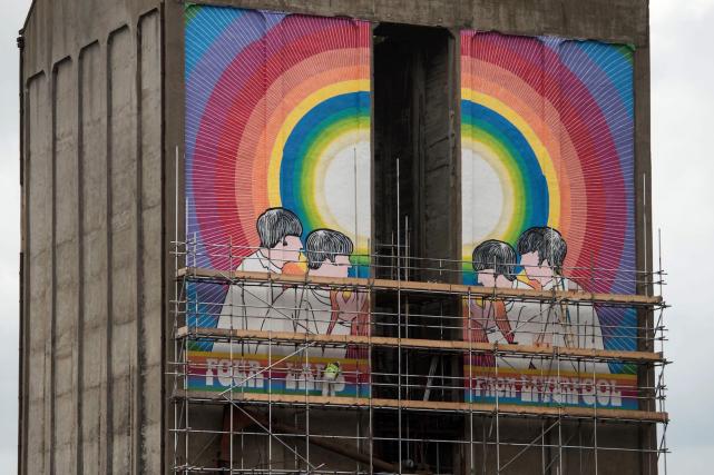 Une murale de l'artiste Judy Chicago intitulée Fixing... (AFP, OLI SCARFF)