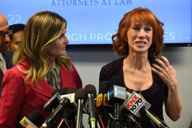 Kathy Griffin (à droite) était en sanglots en... (AFP, Mark RALSTON)