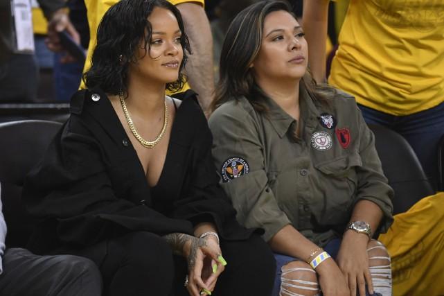 Assise au premier rang, Rihanna, supportrice inconditionnelle de...