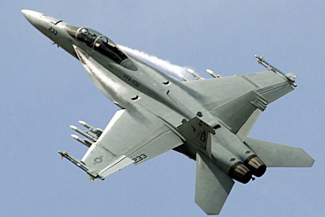 Le F-18 Super Hornet... (PHOTO ARCHIVES AFP)
