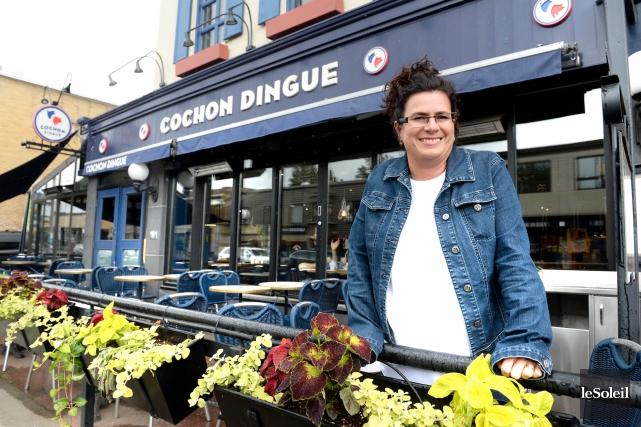 La propriétaire du Café Krieghoff de l'avenue Cartier,... (Le Soleil, Jean-Marie Villeneuve)