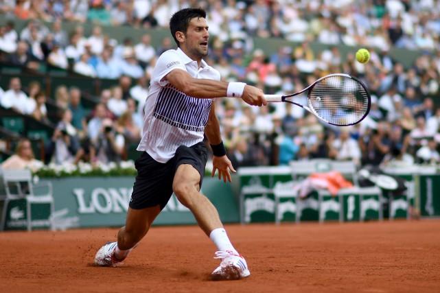 Novak Djokovic a trimé pendant 3h19 vendredi pour... (AFP, Christophe Simon)