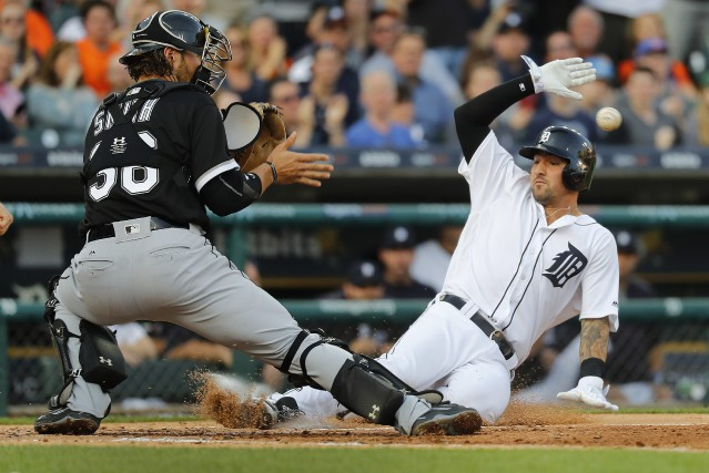 Nicholas Castellanos glisse sauf au marbre, malgré l'effort... (Photo Paul Sancya, AP)