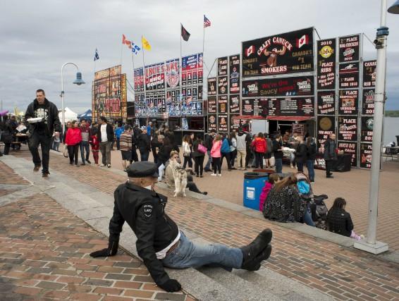 Le Ribfest est de retour au parc portuaire pour une deuxième année. Jusqu'à... (Sylvain Mayer)