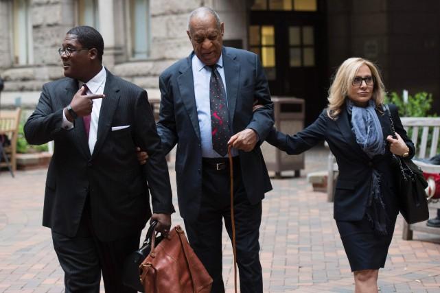 Bill Cosby arrivant en cour le 24 mai... (PHOTO Don EMMERT, Archives AFP)