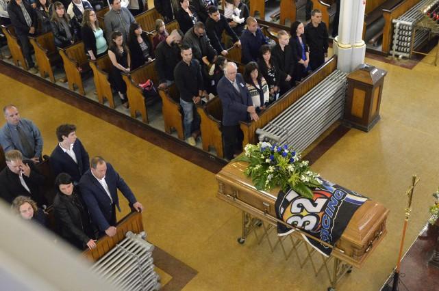 Les funérailles du pilote valcourtois Guy Ouellette, décédé... (Spectre Média, Maxime Picard)