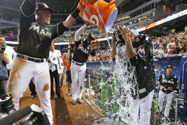 Edinson Volquez a eu droit à une douche,... (AP)