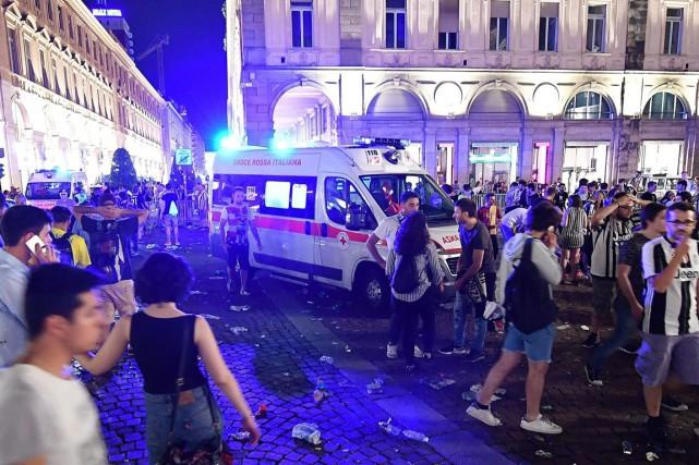 L'explosion de feux d'artifice suivie de rumeurs de... (Photo Alessandro Di Marco, AP/ANSA)