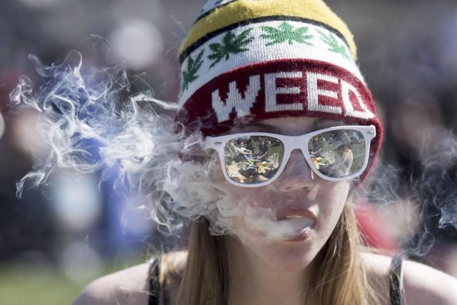 Des psychiatres craignent l'impact de la légalisation du... (Archives, La Presse canadienne)