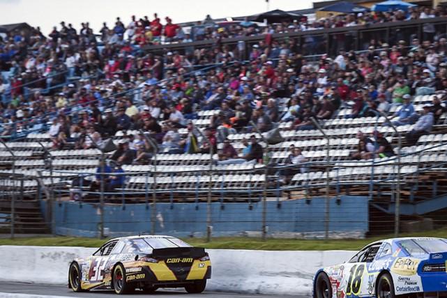 Alex Labbé (voiture no. 32) a remporté la... (Matt Manor, NASCAR)