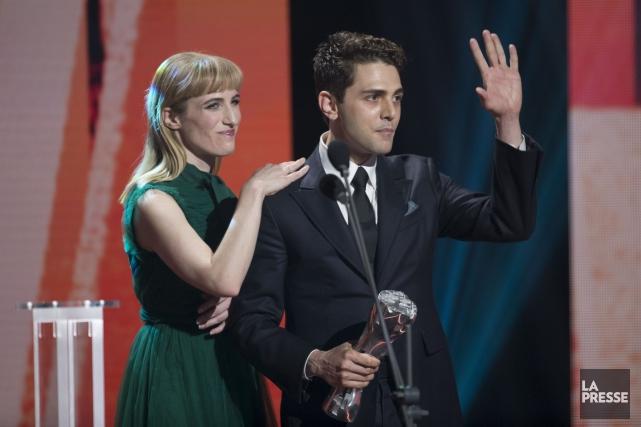 Xavier Dolan et la productrice Nancy Grant acceptent... (La Presse, Olivier Jean)