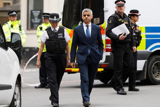 Le maire de Londres Sadiq Khan s'est rendu... (Photo Peter Nicholls, REUTERS)