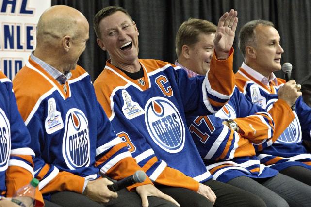Réunion d'anciens de la «meilleure équipe» de tous... (photo Jason Franson, La Presse canadienne)