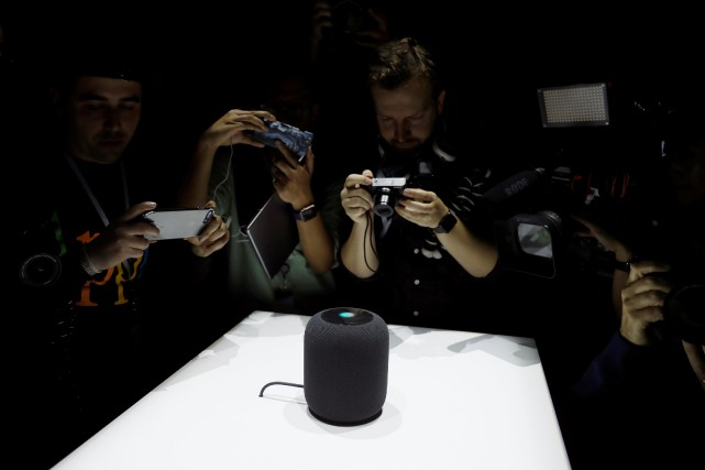 Cylindre au design très épuré, le HomePod dispose... (PHOTO REUTERS)