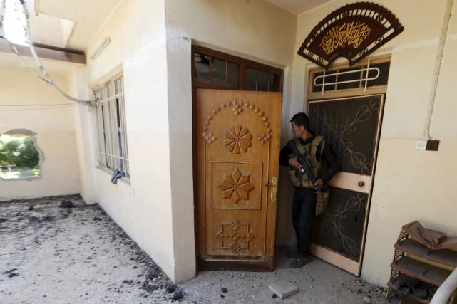 Des membres des forces antiterroristes irakiennes ont patrouillé... (AFP, Karim Sahib)