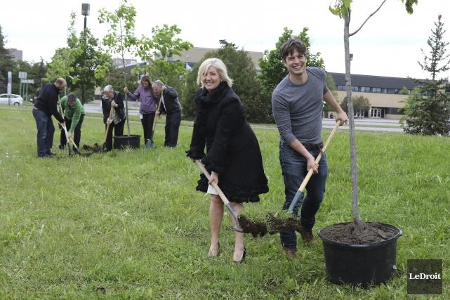 La députée de Hull, Maryse Gaudreault, et Benoit... (Patrick Woodbury, Le Droit)