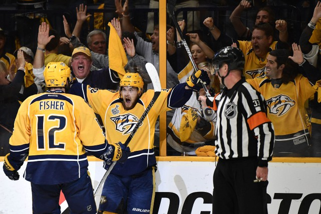 Viktor Arvidsson (38) a célébré avec Mike Fisher... (Photo Christopher Hanewinckel, USA Today Sports)
