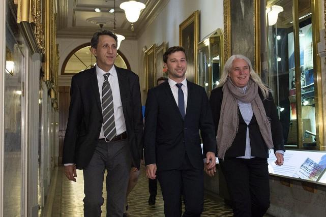 Les trois députés solidaires, Amir Khadir, Gabriel Nadeau-Dubois... (PHOTO JACQUES BOISSINOT, ARCHIVES LA PRESSE CANADIENNE)