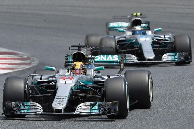 Après six Grands Prix, Mercedes tire de l'arrière... (LLUIS GENE, archives AFP)