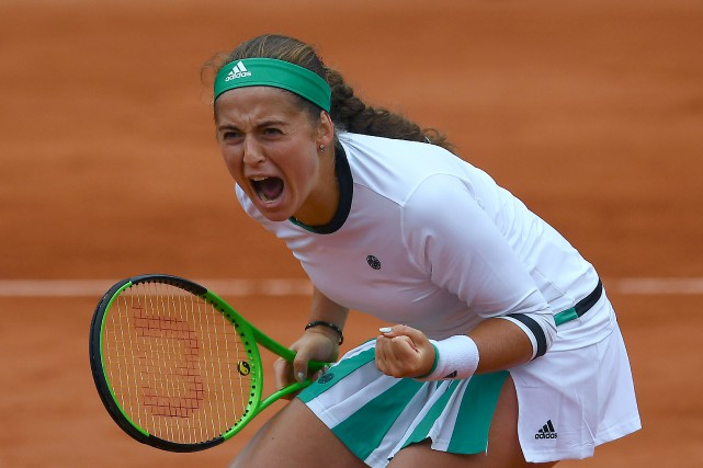 Jelena Ostapenko a surpris Caroline Wozniacki en quarts de... (Photo Gabriel Bouys, AFP)