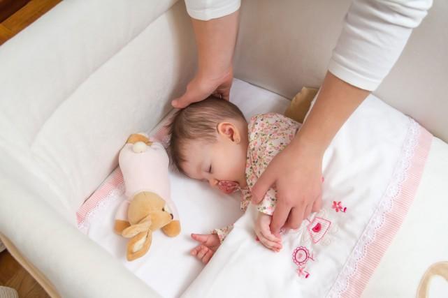 Les bébés qui font chambre à part de leurs parents finissent par mieux dormir... (PHOTO THINKSTOCK)