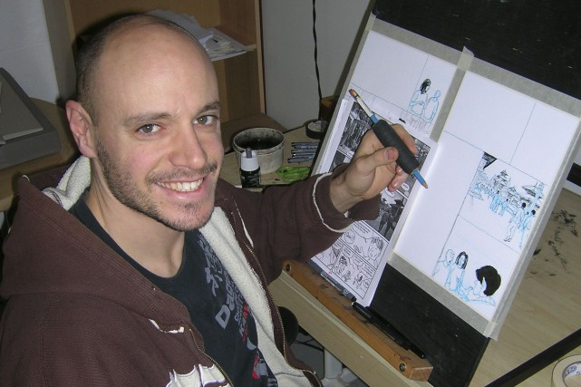 Jean-Sébastien Bérubé, devant une planche de sa BD... (Courtoisie)