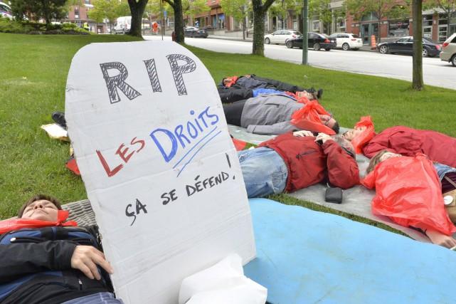 ÉDITORIAL / Le gouvernement Couillard voudrait tuer à petit feu les organismes... (Spectre Média, Maxime Picard)