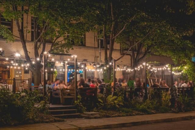 La jolie terrasse de La Barberie, à Québec,... (Photo tirée de la page Facebook La Barberie)