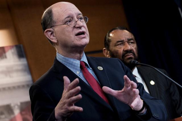 Les efforts des démocrates Brad Sherman, de la... (AFP, Brendan Smialowski)