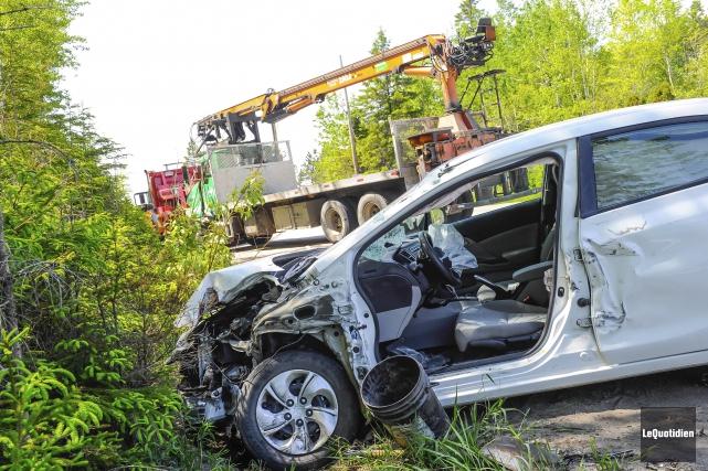 La conductrice a subi de nombreuses fractures.... (Photo Le Quotidien, Gimmy Desbiens)
