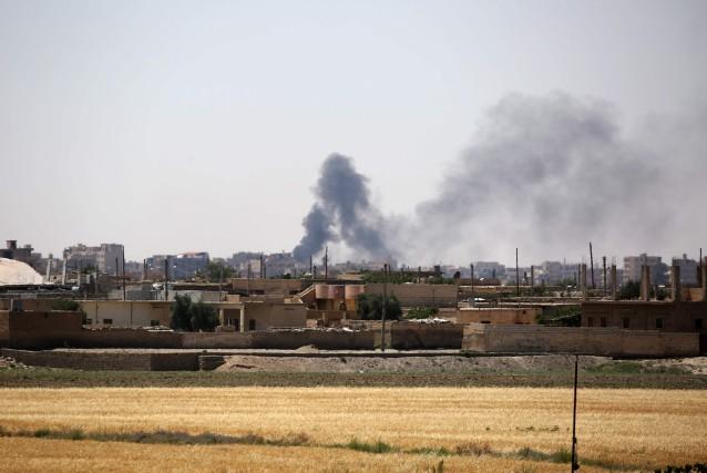 Des forces arabo-kurdes syriennes soutenues au sol et dans les airs par les... (Photo Delil Souleiman, Agence France-Presse)