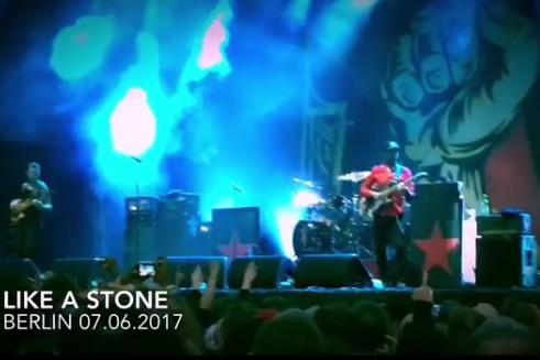 Certains anciens compagnons d'armes du chanteur Chris Cornell lui ont rendu... (CAPTURE D'ÉCRAN)