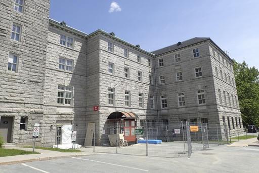 Des travaux sont en cours à l'édifice du CIUSSS de l'Estrie-CHUS situé au 500,... (Spectre Média, René Marquis)
