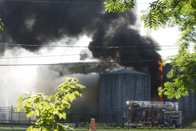 L'incendie au port de Trois-Rivières a dégagé un... (Sylvain Mayer)
