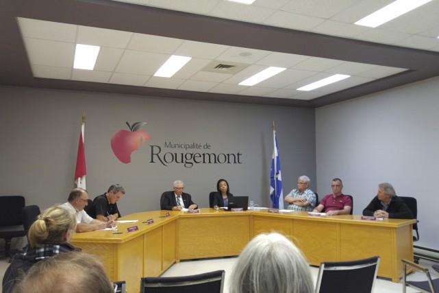 En séance ordinaire, lundi, le conseil municipal de... (Marie-Ève Martel)