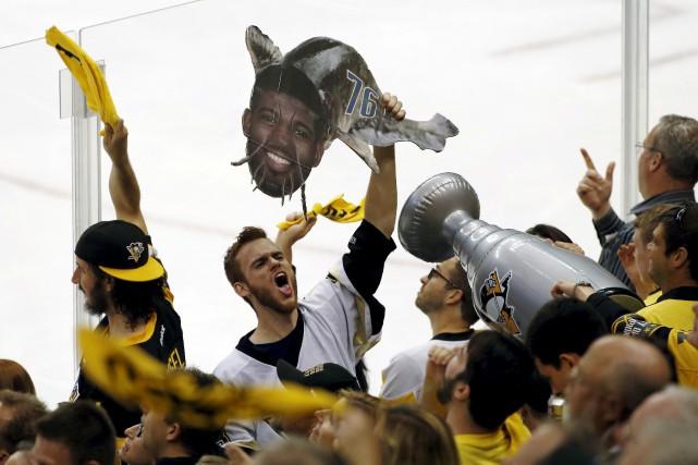 Les Penguins et leurs partisans se sont amusés... (AP, Gene J. Puskar)