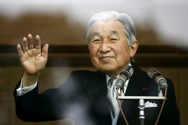 Akihitoest le premier empereur a avoir été intronisé... (PHOTO REUTERS)