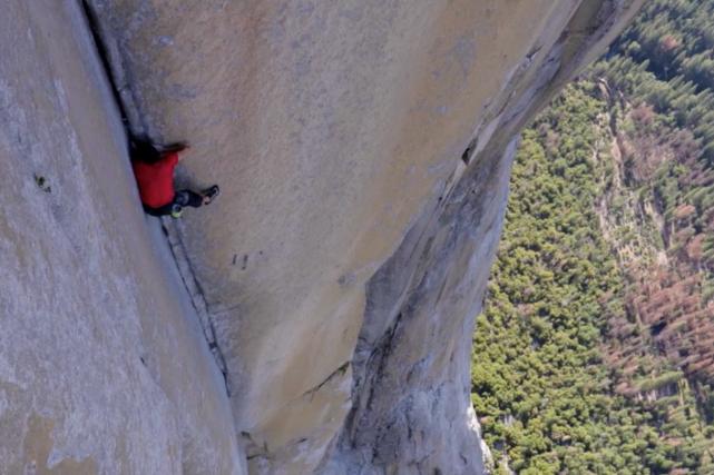 Alex Honnold en pleine ascension du El Capitan... (Tirée de la vidéo du National Geographic)