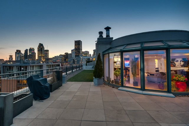 La terrasse qui contourne l'appartement est si grande... (Photo fournie par RE/MAX McGill)