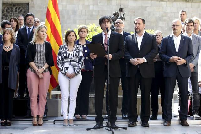 Le président indépendantiste de la Catalogne, Carles Puigdemont,... (AP, Manu Fernandez)