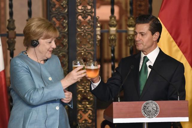 La chancelière allemandeAngela Merkel et le président mexicain... (pohot ALFREDO ESTRELLA, AFP)