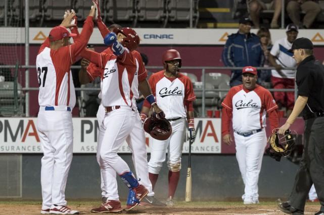 L'attaque cubaine s'amuse depuis son arrivée au stade... (François Gervais)
