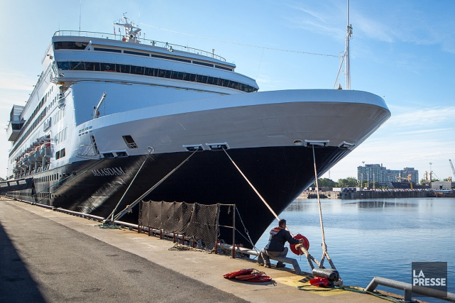 Le Maasdam, qui transporte plus de 1700 passagers et... (PHOTO SIMON GIROUX, LA PRESSE)