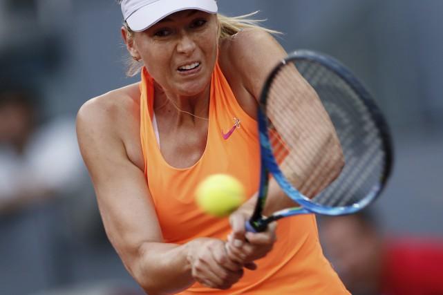 Maria Sharapova lors d'un match contre Eugenie Bouchard... (AP, Francisco Seco)