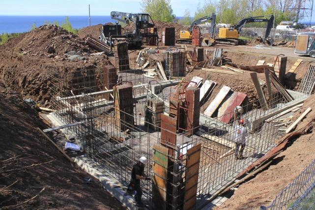 Les fondations du bâtiment de l'Espace René-Lévesque progressent... (Collaboration spéciale Gilles Gagné)