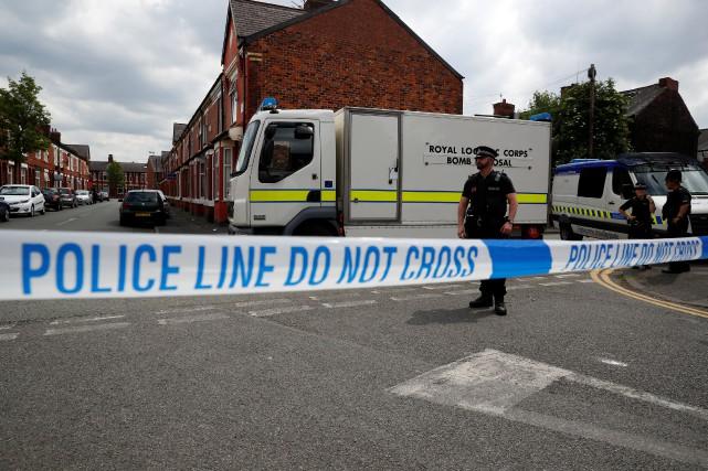 Les enquêteurs ignorent toujours si l'auteur de l'attaque... (Photo Phil Noble, REUTERS)