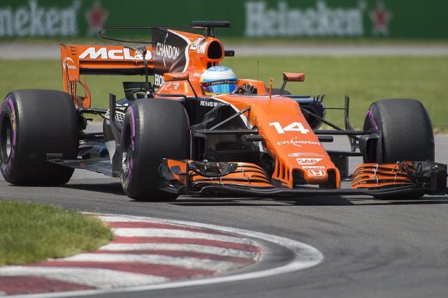 Fernando Alonso dans sa McLaren-Honda.... (Photo Graham Hughes, archives La Presse Canadienne)
