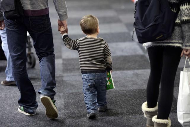 Plus d'un père sur deux changerait «probablement» ou... (PHOTO archives AFP)